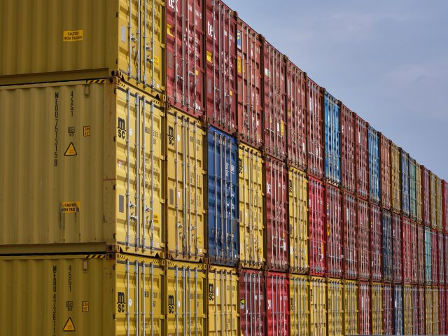 container-4675851_1920-640x480.jpg